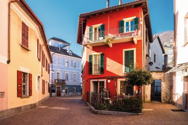Altstadtgasse in Locarno © EKH-Pictures-stock.adobe.com